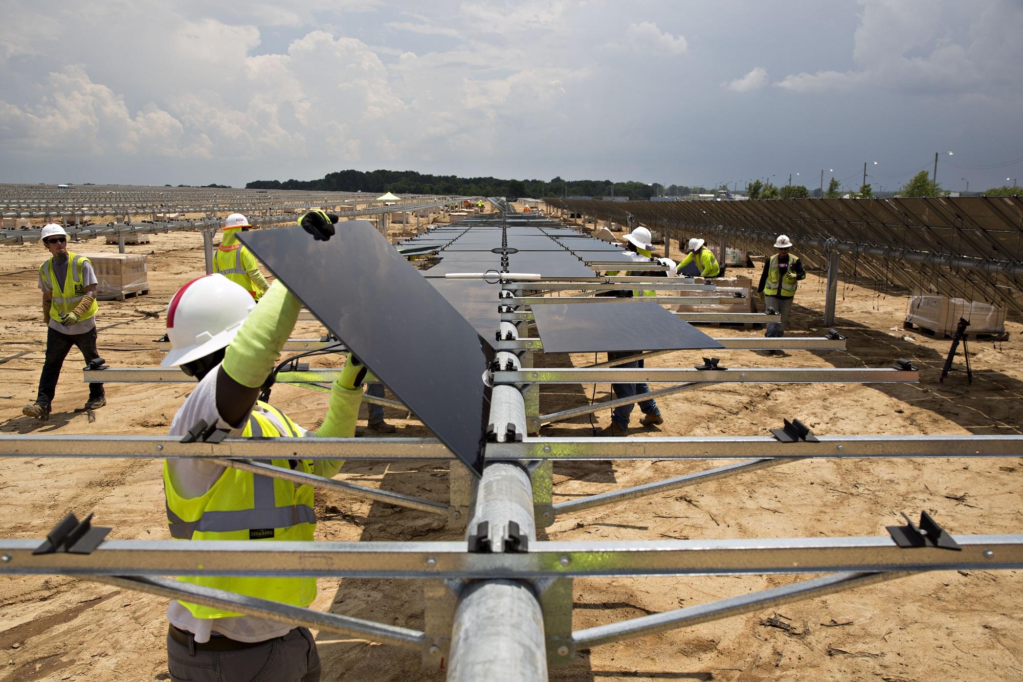 Energia Solare In Sicilia intesa sanpaolo: 55 mln a canadian solar per 12 impianti